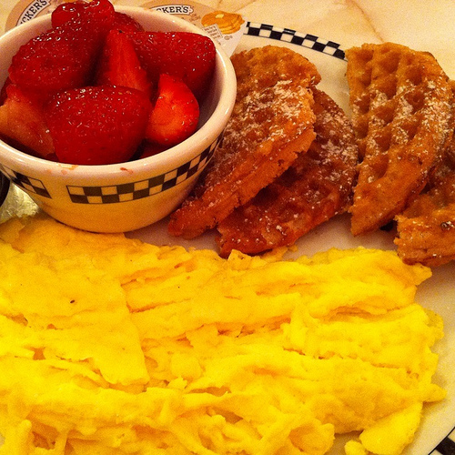 Gluten-free waffle breakfast at Silver Diner. Image by Teri Centner via Flickr.